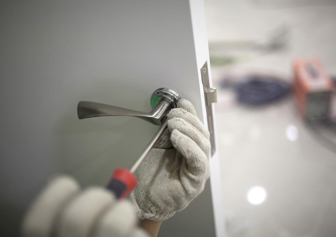 Sumontuosime ir paruošime naudojimui  Atliekame visus montavimo darbus, pilnai parengiame sistemas naudojimui. Darbų vykdymui parengiame konkretų planą, suderiname su klientu ir tiksliai jo laikomės.  Pasirūpiname įdiegta įranga. Pagal pageidavimą atliekame nuolatinę techninę priežiūrą. Teikiame garantinį ir pogarantinį įrangos aptarnavimą.