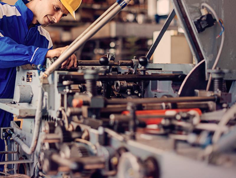 Automatinių staklių remontas ir aptarnavimas   Atliekame visų tipų metalo, medienos, popieriaus, baldų ir kitų, įvairiose pramonės šakose naudojamų automatinių staklių remontą ir aptarnavimą.  Vykdome tiek elektroninės, tiek mechaninės dalies remonto darbus, staklių geometrijos atstatymą, valdymo sistemų modernizavimą.