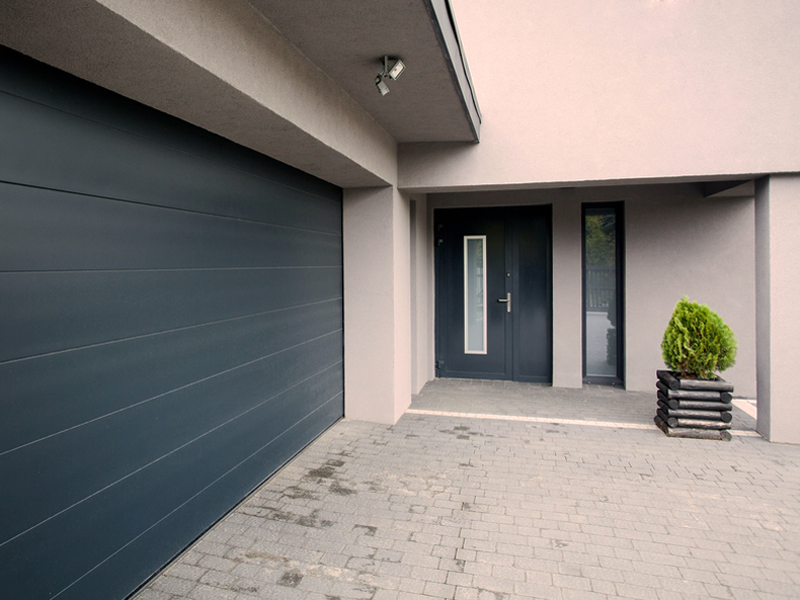Garažo vartų automatika   Parduodame įvairių techninių parametrų garažo vartų automatiką individualiems namams ir komerciniams objektams. Galime pasiūlyti platų, aukštos kokybės garažo vartų automatikos ir susijusios įrangos pasirinkimą.  Atliekame garažo vartų automatikos montavimą, techninę priežiūrą ir remontą.